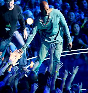 Kanye West Does Surprise Performance at MTV VMAs, His First Since North's Birth