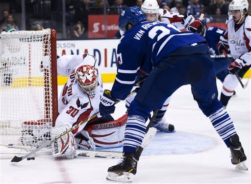 Maple Leafs beat Capitals 3-2 for first home win