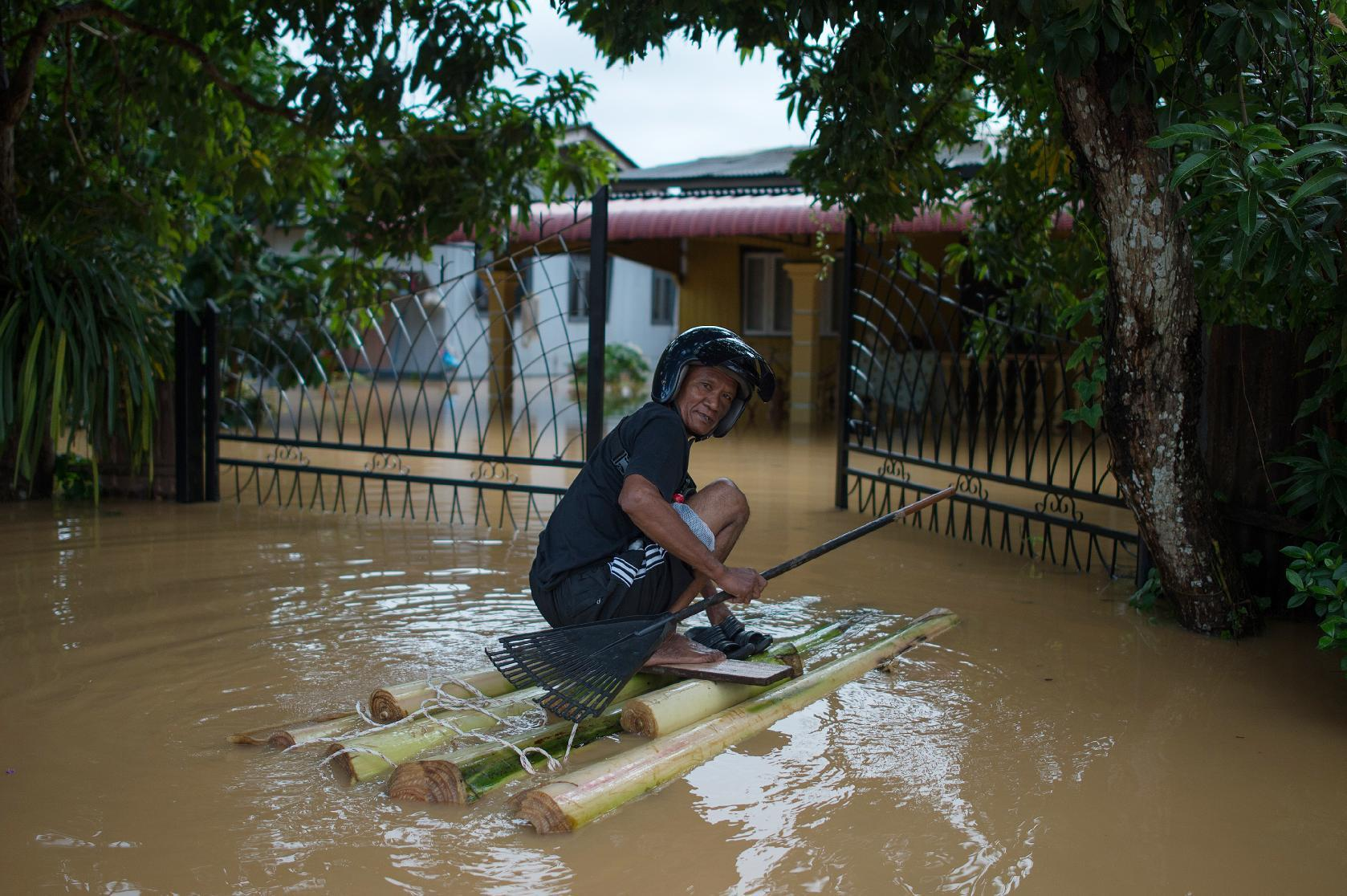 Rescuers struggle to reach flood victims in Malaysia as anger mounts