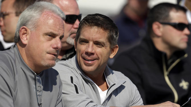New Orleans Saints coach Sean Payton, center, talks with assistant head coach Joe Vitt, left, during Senior Bowl football practice at Ladd-Peebles Stadium in Mobile, Ala., Wednesday, Jan. 23, 2013. The NFL reinstated Payton on Tuesday following a season long suspension. Vitt served has head coach during the suspension. (AP Photo/Dave Martin)