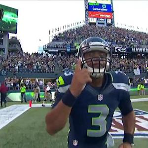 Seattle Seahawks quarterback Russell Wilson scrambles for 7-yard TD