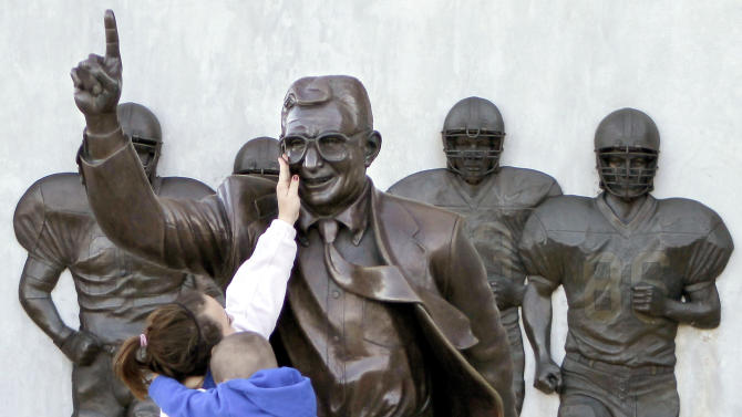 Penn St. fans plan new statue of Joe Paterno