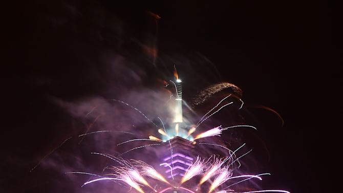A firework display explodes off Taiwan's tallest skyscraper Taipei101 to usher in the New Year in Taipei, Taiwan, Tuesday, Jan. 1, 2013. (AP Photo/Chiang Ying-ying)