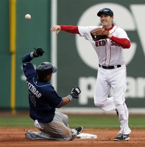 Victorino's infield hit lifts Boston to win