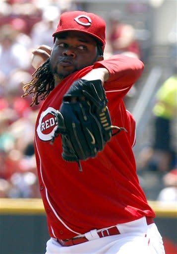 Cueto, Valdez lead Reds to series sweep of Brewers