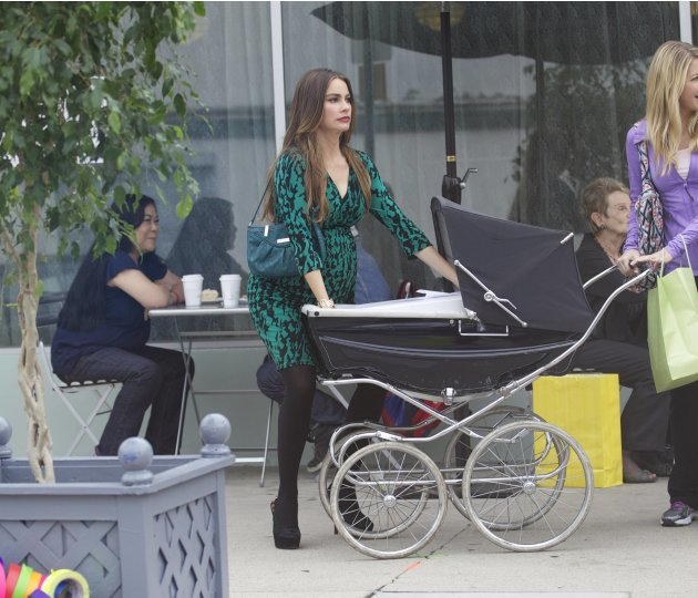 Sofia Vergaraon the set of Modern Family in West HollywoodLos Angeles, California - 18.10.12Mandatory Credit: Owen Beiny/WENN.com
