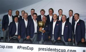 U.S. team captain Fred Couples holds the Presidents Cup during a team picture after the U.S. defeated the International team in the 2013 Presidents Cup golf tournament at Muirfield Village Golf Club in Dublin