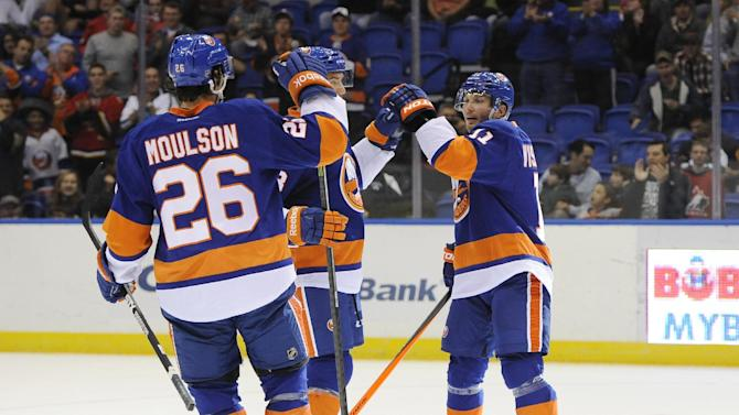 Tavares helps Islanders beat Predators 6-4