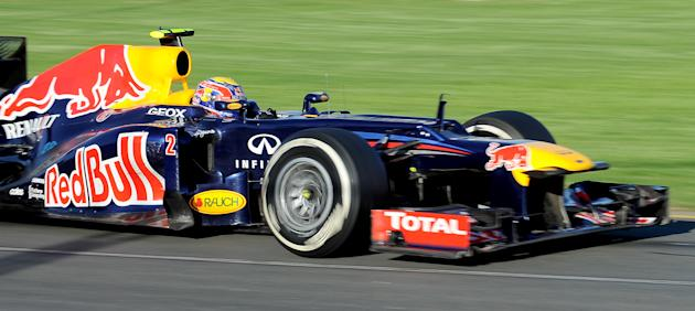 Red Bull - Renault driver Mark Webber of Australia powers through a corner during Formula One's Australian Grand Prix in Melbourne on March 18, 2012.     AFP PHOTO / Paul CROCK (Photo credit should re