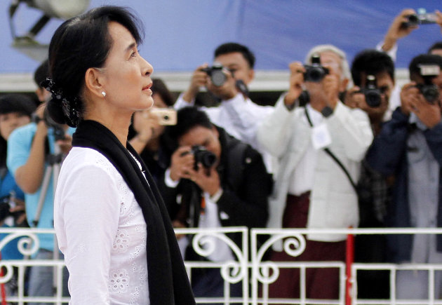 Myanmar opposition leader Aung San Suu Kyi, center, salutes the tomb of her late father Gen. Aung San during a ceremony to mark the 65th anniversary of his 1947 assassination, at the Martyrs&#39; Mausoleum in Yangon, Myanmar on Thursday, July 19, 2012. For the first time in decades, Myanmar state television broadcast the memorial ceremony for the country&#39;s independence hero, the latest sign of change in the former pariah nation. (AP Photo/Khin Maung Win)