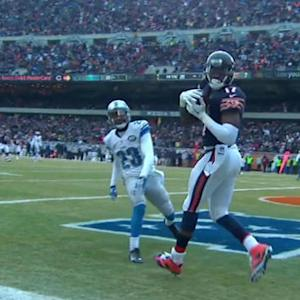 Chicago Bears quarterback Jimmy Clausen launches 20-yard TD pass to Alshon Jeffery