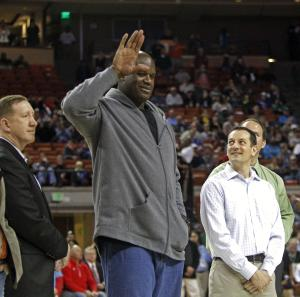 Former NBA star Shaquille O'Neal waves to the crowd…