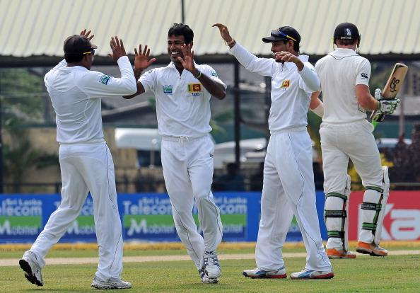 Sri Lanka's Nuwan Kulasekara (2nd L) celebrates with his teammates after he dismissed New Zealand's Martin Guptill (back R) during the first day of the second and final Test cricket match betw