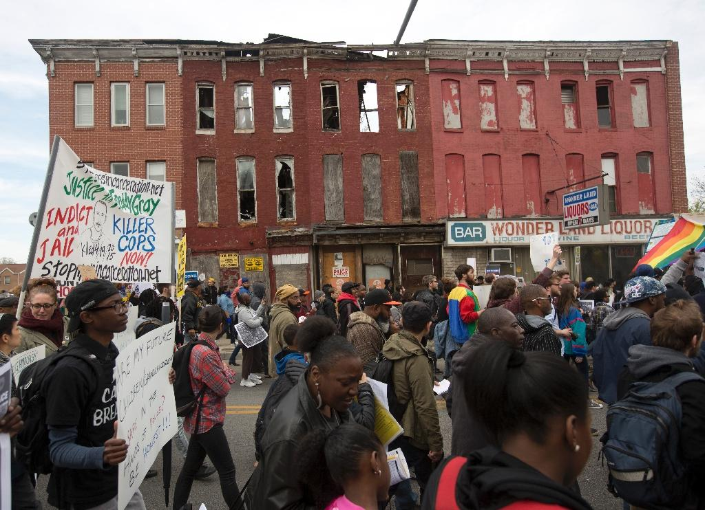 Violence erupts at Baltimore police death protest