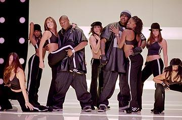 Jessica Alba as Honey Daniels, performing with Jadakiss and Sheek in Universal's Honey
