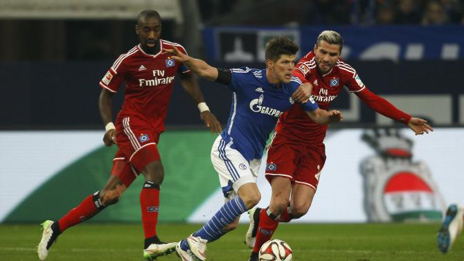 Hamburger SV's Djourou and Behrami challenge Schalke 04's Huntelaar during their Bundesliga first division soccer match in Gelsenkirchen