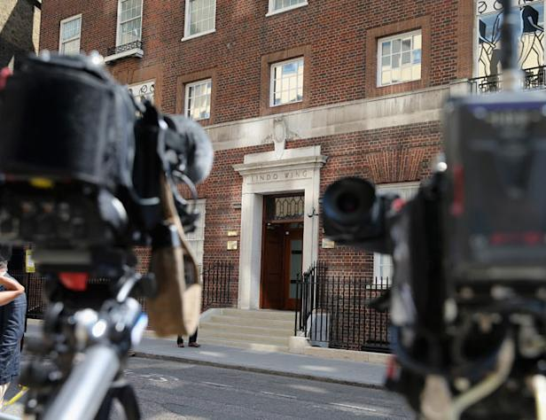 LONDON, ENGLAND - JULY 09: Cameras set up outside the Lindo Wing of St Mary's Hospital as the UK prepares for the birth of the first child of The Duke and Duchess of Cambridge, on July 9, 2013 in London, England. (Photo by Chris Jackson/Getty Images)