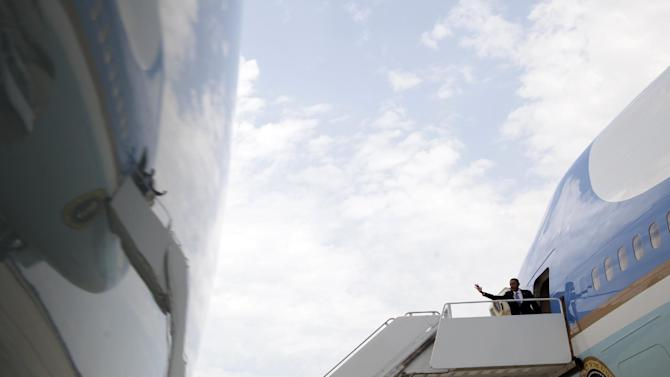 President Barack Obama boards Air Force One, Monday, June 25, 2012, at Andrews Air Force Base, Md., en route to New Hampshire. (AP Photo/Carolyn Kaster)