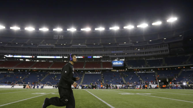 Baltimore Ravens cornerback Asa Jackson warms up before the NFL football AFC Championship football game against the New England Patriots in Foxborough, Mass., Sunday, Jan. 20, 2013. (AP Photo/Matt Slocum)