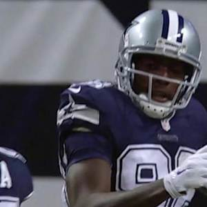 Dallas Cowboys quarterback Tony Romo connects deep with wide receiver Dez Bryant for a 68-yard touchdown