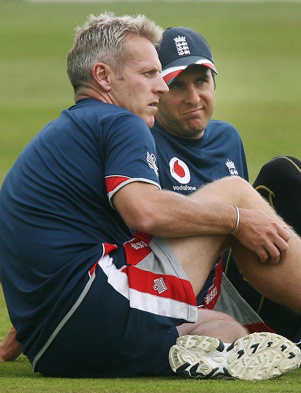 England cricket team captain Michael Vaughan (R) chats with Head Coach Peter Moores during a practice session at the Oval cricket ground in London, 08 August 2007, two days before the third and final test between England and India