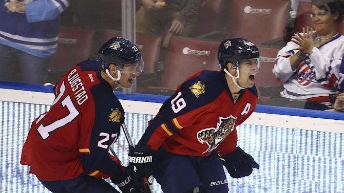 Panthers edge Coyotes 2-1