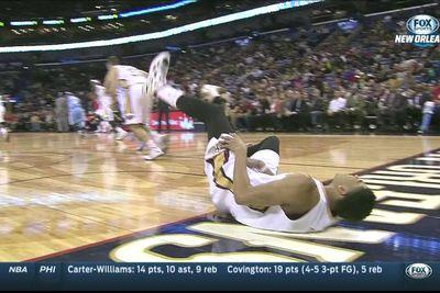 Anthony Davis injury: Pelicans star returns after scary fall