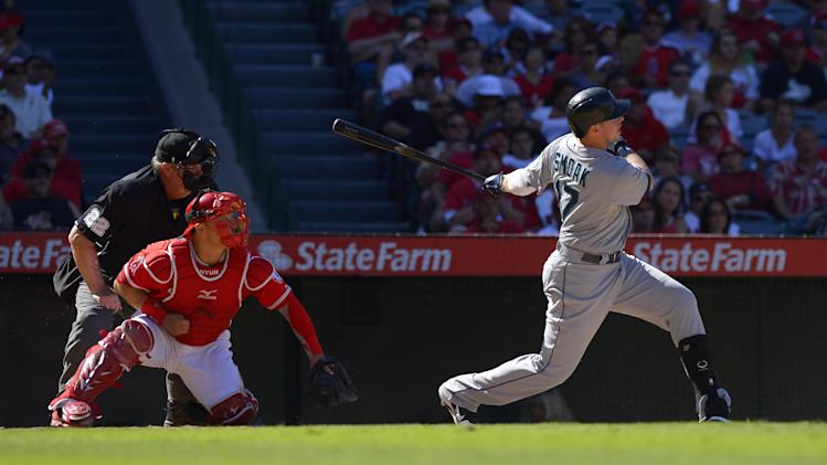Bees delay Mariners' 3-2 win over Angels