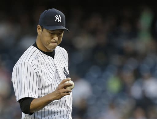 With Jeter looking on, Cano leads Yanks over Jays
