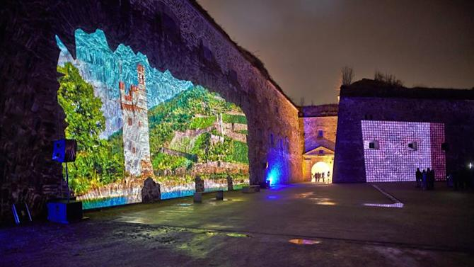 TFR003. Koblenz (Germany), 28/03/2015.- A picture made available on 29 March 2015 shows the Ehrenbreitstein Fortress being illuminated in Koblenz, Germany, 28 March 2015. The castle will be illuminated every evening as part of the light art event 'FestungsLeuchten' (Fortress Lights) until 06 April. (Alemania) EFE/EPA/THOMAS FREY