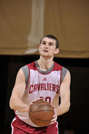 Cavs' Zeller sidelined following surgery