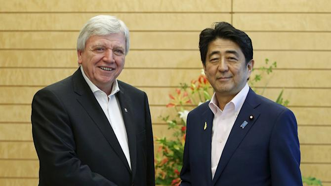 Bouffier shakes hands with Abe in Tokyo