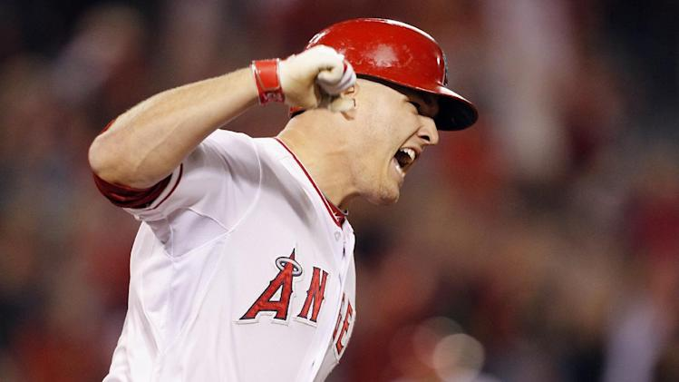 Trout, Hamilton rally Angels past White Sox 6-5