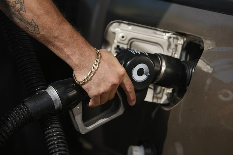 Labor Day paradox: Cheap gas not fueling spending