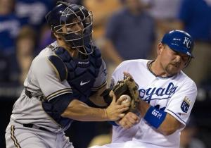 Royals beat Brewers on bases-loaded walk in 11th