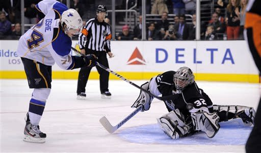 Quick gets 8th shutout in Kings' 1-0 shootout win