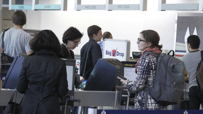 Travelers line up at an American Airlines counter at Will Rogers Airport in Oklahoma City, Tuesday, Nov. 20, 2012, as travelers leave town for the Thanksgiving holiday. (AP Photo/Sue Ogrocki)