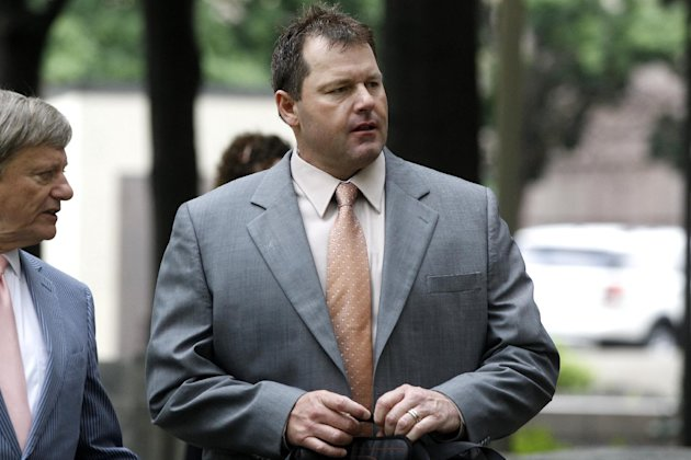Former Major League Baseball pitcher Roger Clemens, and his attorney Rusty Hardin, arrives at federal court in Washington, Tuesday, May 15, 2012, for his perjury trial. (AP Photo/Charles Dharapak)