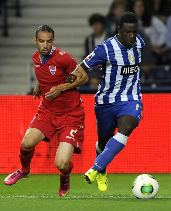 FC Porto's Silvestre Varela, right, challenges Gil Vicente's Gabriel Moura, from Brazil, in a Portuguese League soccer match at the Dragao stadium in Porto, Portugal, Saturday, Sept. 14, 2013. Varela