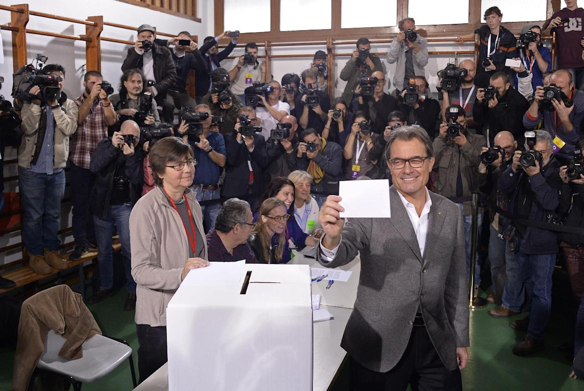 Defiant Catalans vote on independence from Spain