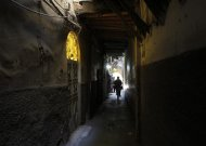 Syrians walk on a street in old Damascus September 10, 2013. REUTERS/Khaled al-Hariri