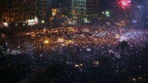 Networks Beef Up Egypt Coverage as Tahrir Square Crowd Swells, Morsi Deadline Passes