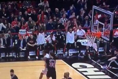 Bulls get bored blowing out the Knicks, join in The Wave on the bench