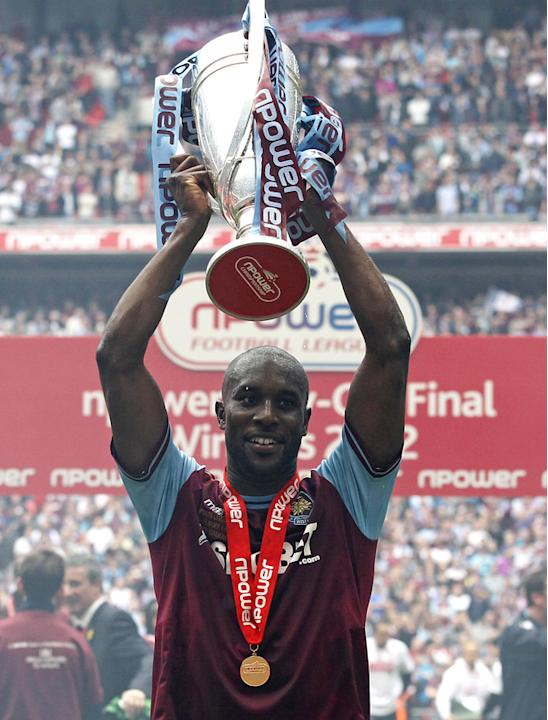 West Ham United's English Striker Carlton Cole Celebrates With The Trophy   NOT FOR MARKETING OR ADVERTISING USE/ AFP/Getty Images