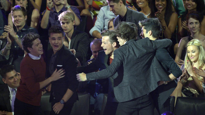 From left, Niall Horan, Liam Payne, Louis Tomlinson, Harry Styles and Zayn Malik, of musical group One Direction, walk onstage to accept the best new artist award at the MTV Video Music Awards on Thursday, Sept. 6, 2012, in Los Angeles. (Photo by Mark J. Terrill/Invision/AP)
