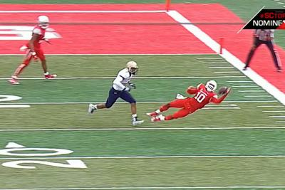 Houston WR makes improbable catch after ball bounces off his shoulder pads