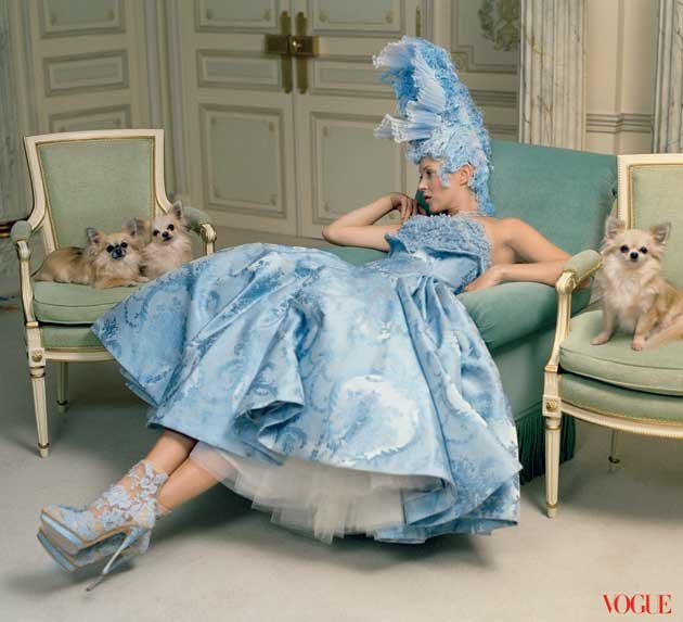 Kate Moss posiert im Ritz Paris als Marie Antoinette (Bild: VOGUE/Tim Walker)