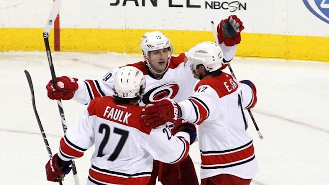 Tlusty lifts Hurricanes to 3-2 win over Flyers