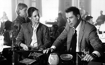 Madeleine Stowe and John Travolta in The General's Daughter