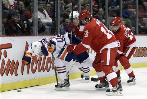 Red Wings run home streak to 18 wins, beat Oilers